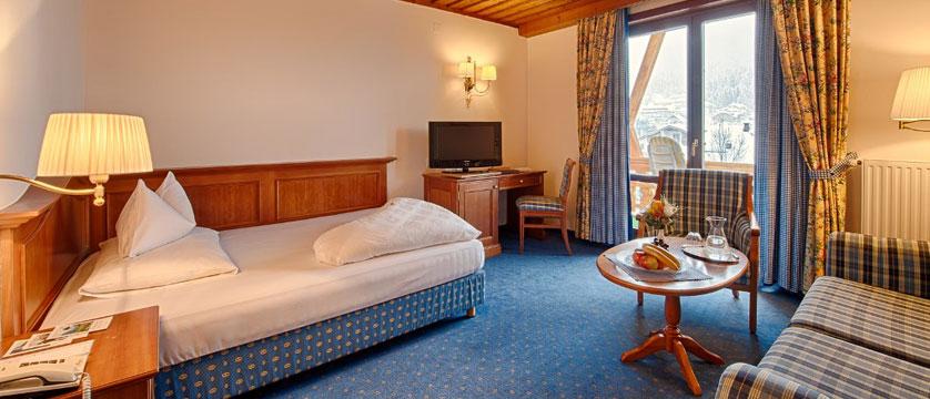 Hotel Pulverer, Bad Kleinkirchheim, Austria - double bedroom.jpg